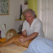 -Massage Lomi  Lomi