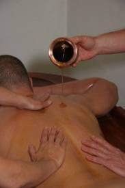 Massage à l 'huile d'amande douce