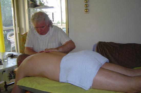 - Massage Polynésien